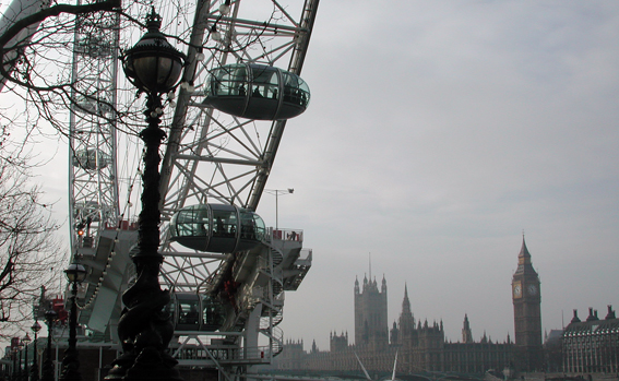 London Eye mit Parlament. (c) Pohl