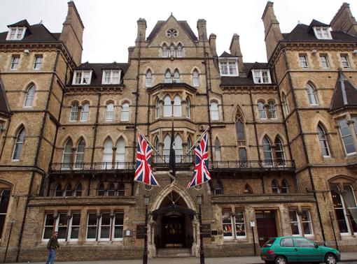 Inspektor Morse ermittelt: Randolph Hotel Oxford. (c) Pohl