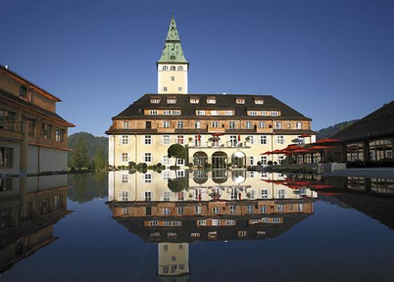 Prachtbau südlich von München: Schloss Elmau. (c) LHW