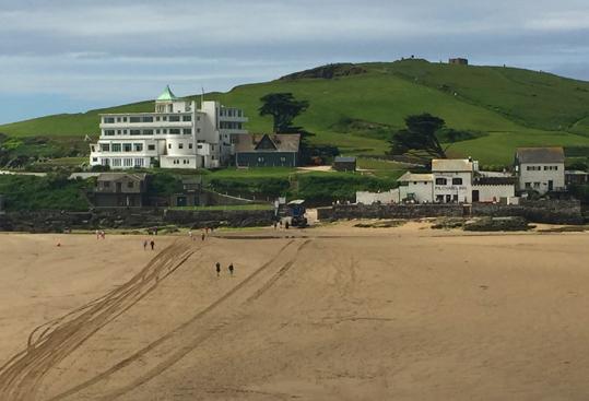 Wie ein Teil eines Ozeandampfers, getrandet auf einer Insel: Das Burgh Island Hotel in Devon. (c) Pohl