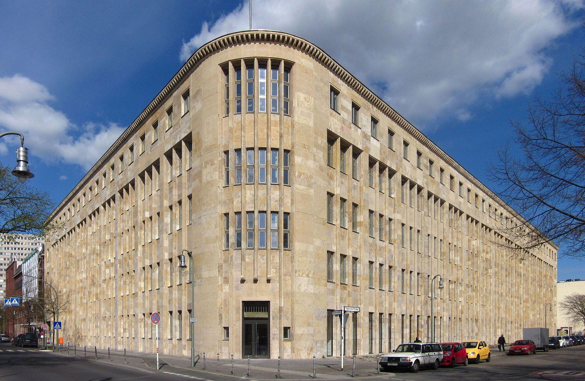 Früher Postamt, heute Hotel: Das Crowne Plaza am Anhalter Bahnhof. (c) Jörg Zägel/Wikipedia