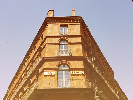 Im Zentrum der rosaroten Stadt: das Hotel le Grand Balcon, Toulouse. (c) Michael Pohl